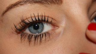 自然な眉に憧れる 自分の眉の上に描く